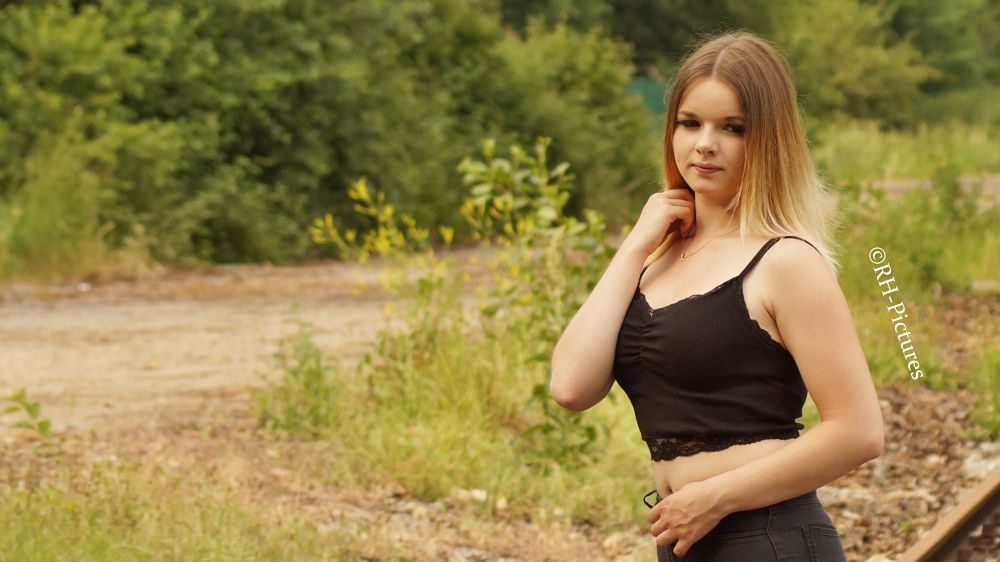 Photo in Random #rhpictures #model #shooting #hair #face #lips #eyes #top #fashion #outdoor #beauty #sexy #body #nature #color #streetfashion #blonde