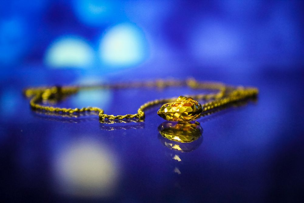 Photo in Random #necklace #golden #gold #blue #blur background #reflection #like water #water #glass #canon #18-55 #1300d #dslr