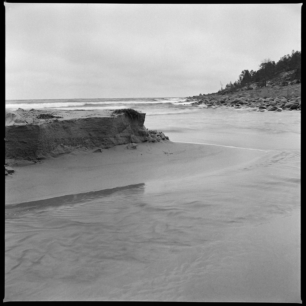 Photo in Landscape #ocean #sea #beach #waves #sky #sand #film #film photography #ilford hp5+ #hasselblad 503cx