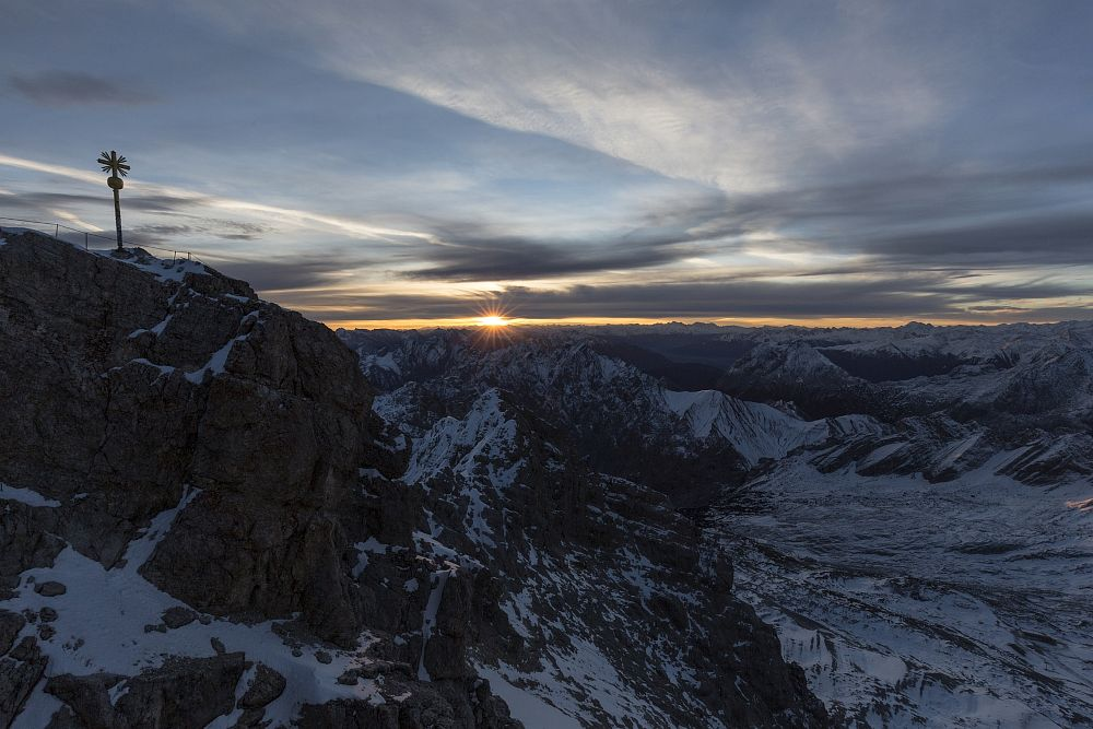 Photo in Landscape #zugspitze #alpen #alps #berge #mountains #sunrise #sonnenaufgang