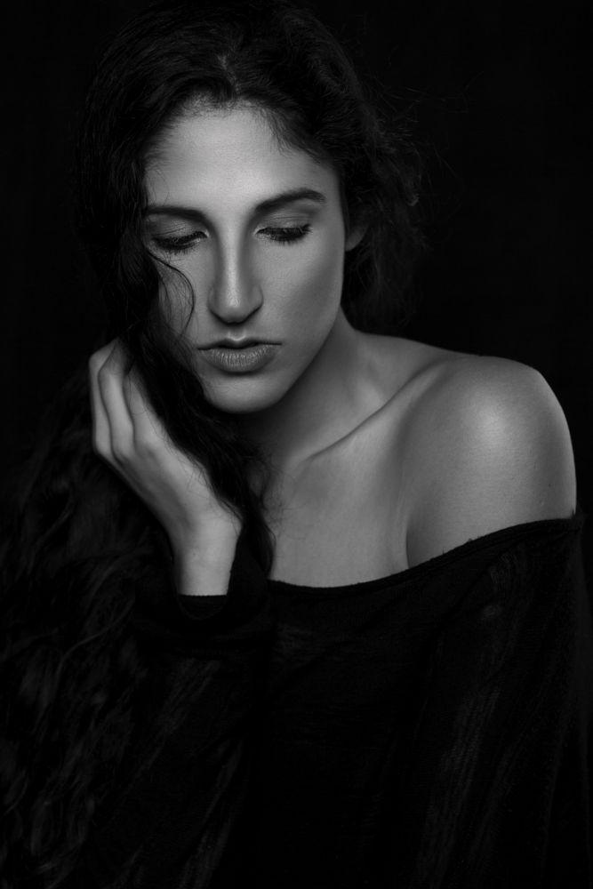 Photo in Portrait #woman #model #actress #beauty #studio #b&w