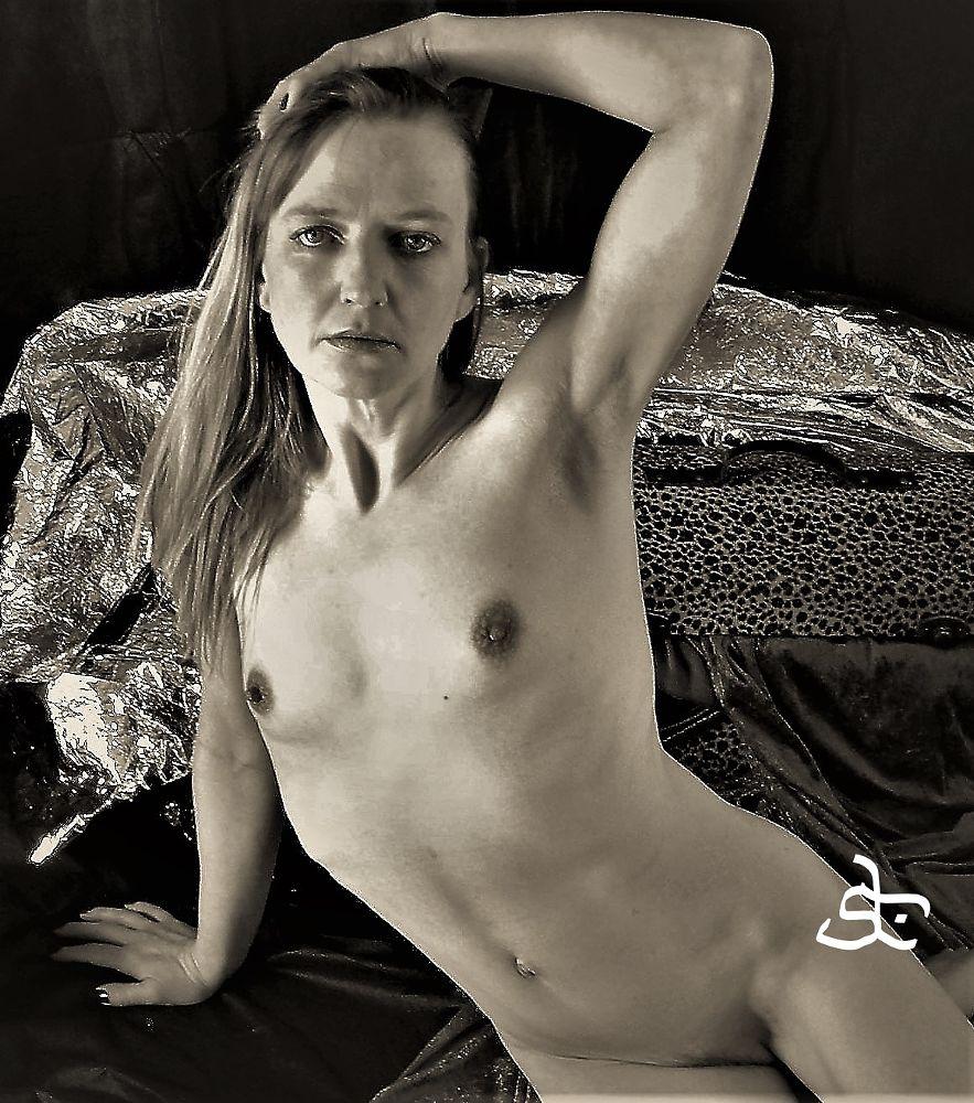 Photo in Nude #studio #sunlight #model #beauty #b&w #nude #body #beautiful #sensual #idnar