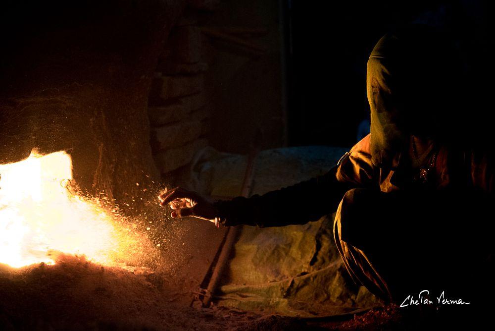 Photo in Journalism #fire #light #shadow #dark #city #street #natgeo #youpic #yourshot