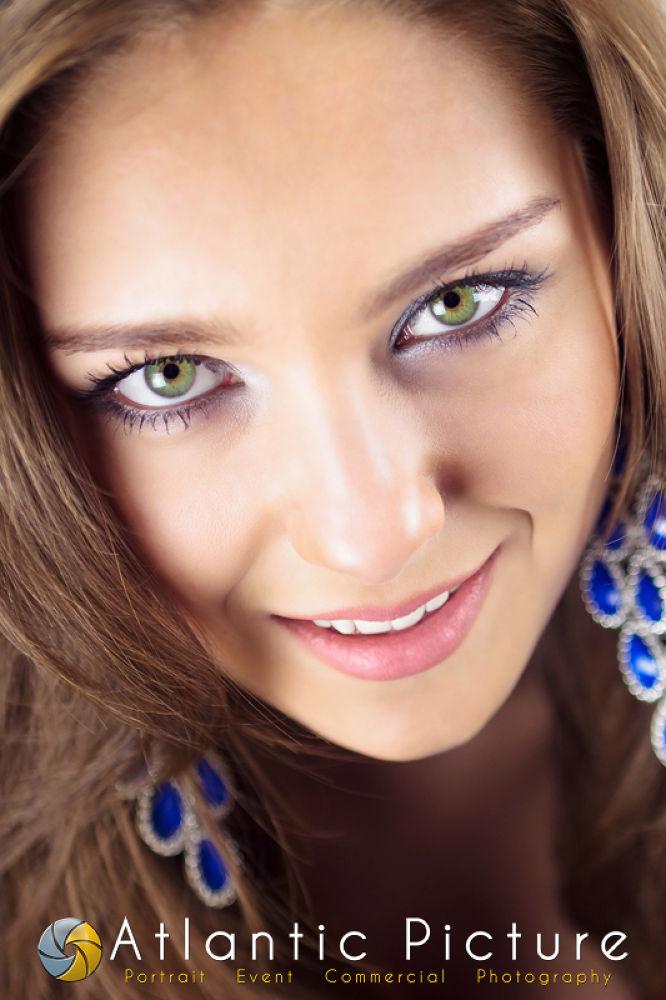Photo in Portrait #girl #white #city #photography #ocean #green #picture #valentine #portrait #eyes #smile #maryland #brunette #attila #nyerges #atlantic #girlhot