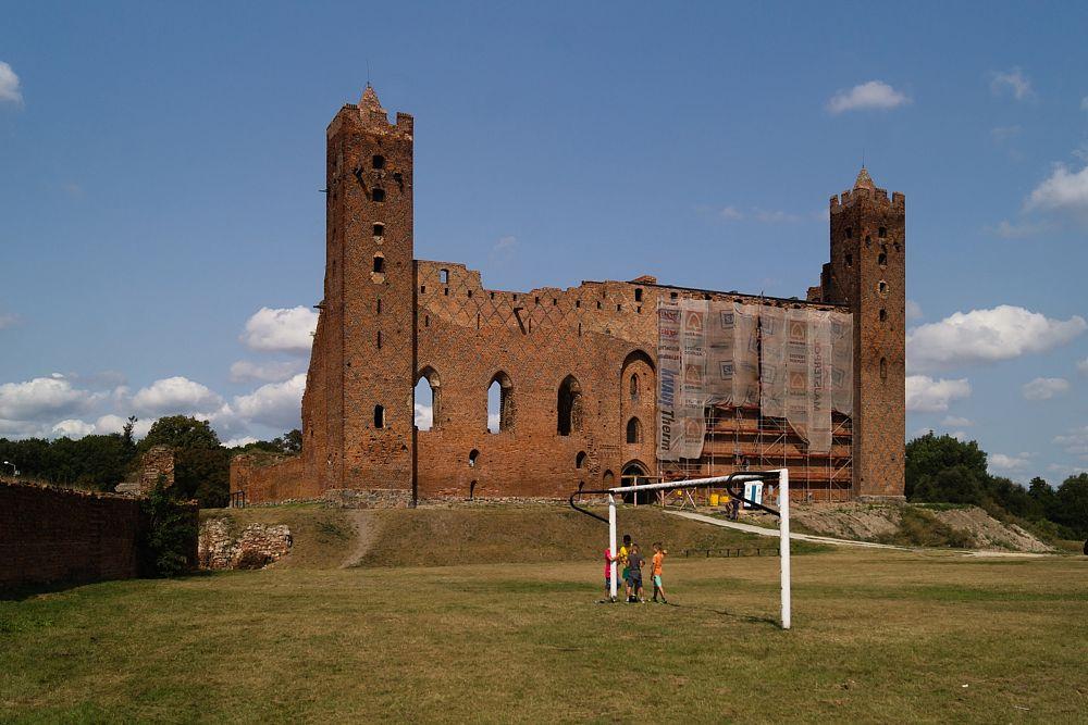 Photo in Landscape #castle #gothic #historic #people #landscapes #colors