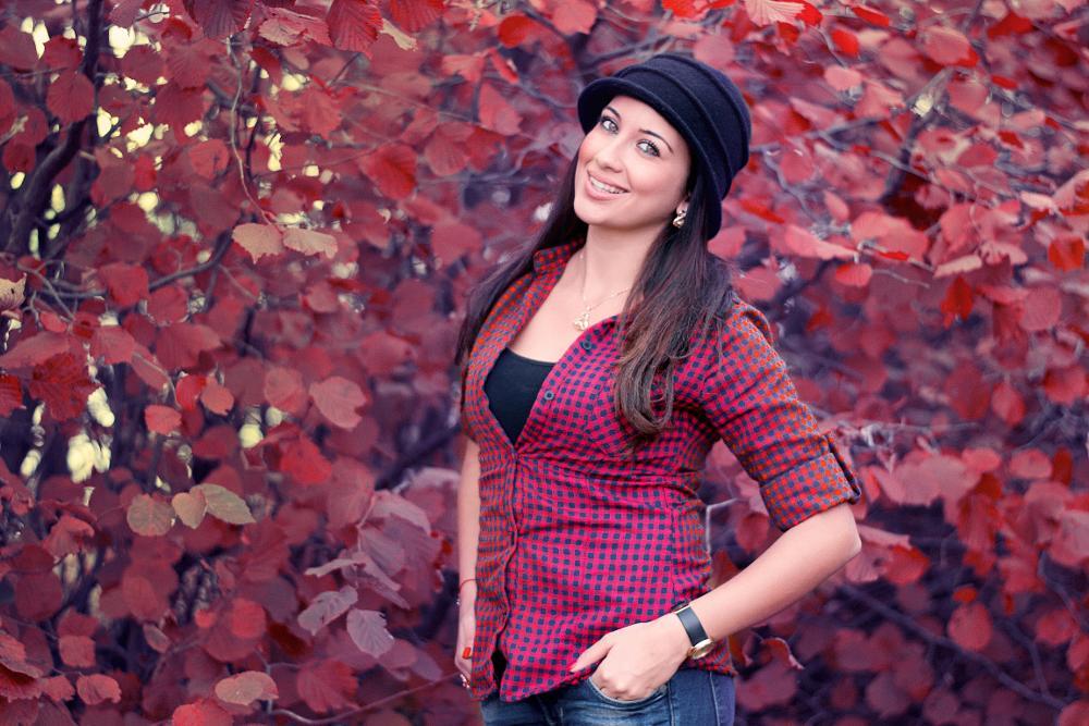 Photo in Portrait #red #emotion #cveti #beutiful #wood #emil topalov