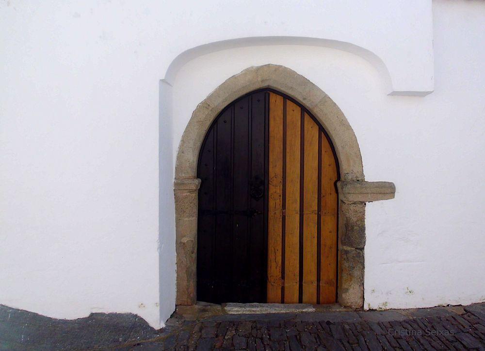 Photo in Architecture #twocolor #door #olddoor #brown #wood #monsaraz