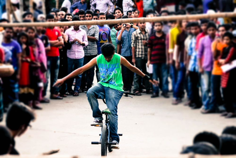 Photo in Street Photography #amieami #ridwanulhafiz #cycle #cycle_stunt #road #street #streetphotography #dhaka #bangladesh
