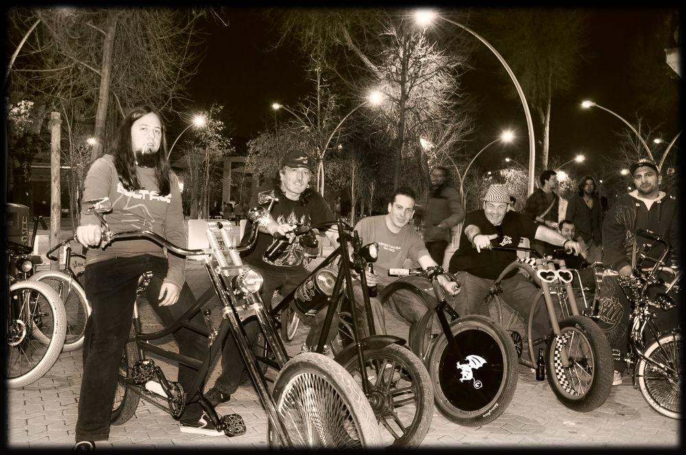 Photo in Random #low #gente #riders #bicicleta #grupo #evento #congregacion
