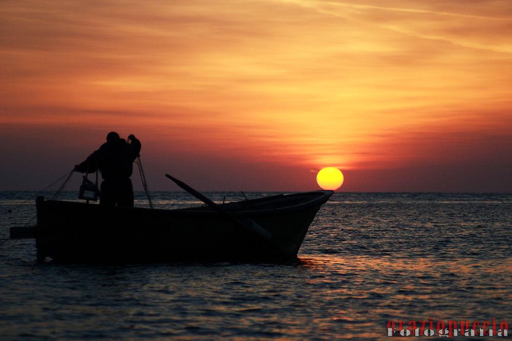 Photo in Random #mare #pescatore #barca #alba #sole #sicila #marzamemi #oraziopuccio